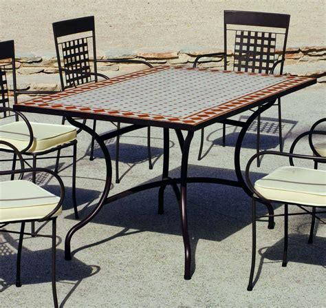 Mesas de jardin con azulejos – Materiales de construcción ...