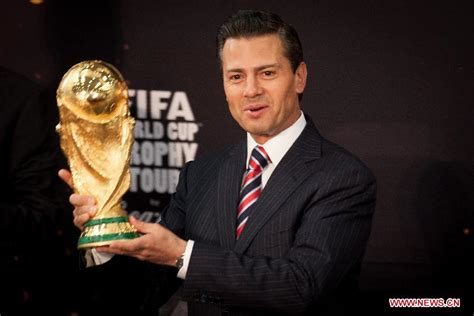 Mexico's president holds up FIFA World Cup trophy in ...