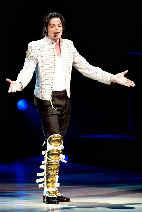 Michael Jackson Bio, Facts, Family, Career   WhoIsBiography
