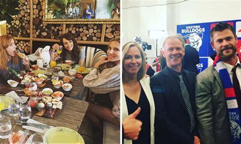 Mientras Elsa Pataky se reencuentra con amigos en Madrid ...