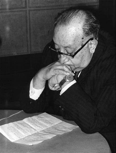 Miguel Ángel Asturias — Wikipédia