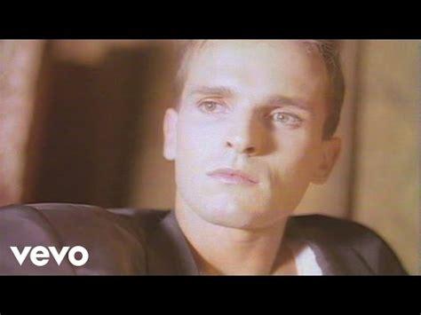 Miguel Bose Sevilla Videos de musica online con lyrics  Lo ...