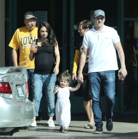 ¡Mila Kunis y Ashton Kutcher son padres por segunda vez ...