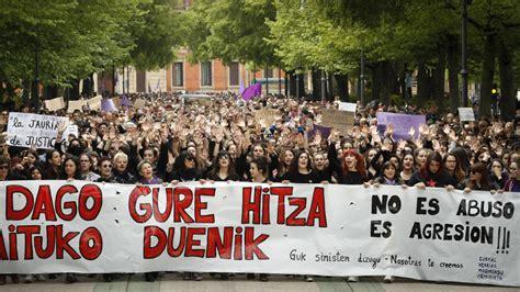 Miles de personas se manifiestan en Pamplona contra la ...