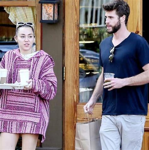 Miley Cyrus y Liam Hemsworth con anillos de boda ...
