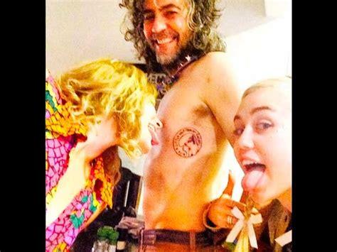 Miley Cyrus y Liam Hemsworth: este rockero estará en su ...