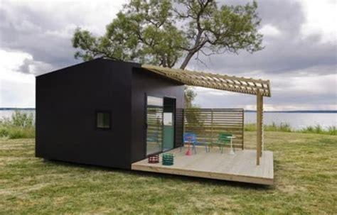 Mini House: cabaña prefabricada en KIT, + terraza y pérgola