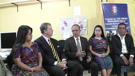 Ministra de Trabajo en Patzún, junto al Embajador de ...