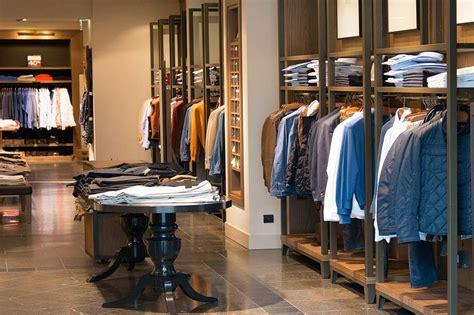 Mobiliario tienda de ropa - Anfra Instalaciones Comerciales