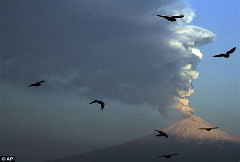 Monster volcano looming over Mexico City spews ash and ...