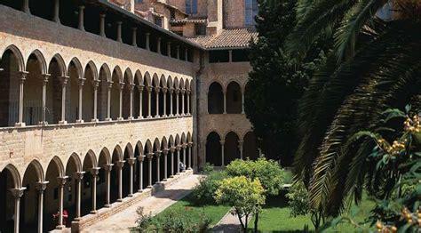 Monuments de Barcelone, Espagne: Monasterio de Pedralbes ...