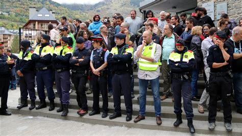 Mossos lloran de rabia durante el referéndum en Catalunya