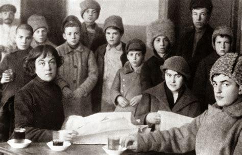 Movimiento Femenino de Resistencia: Biografía de Alexandra ...