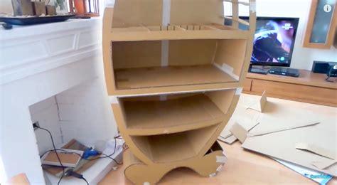 Mueble de cartón para guardar los juguetes en el cuarto de ...