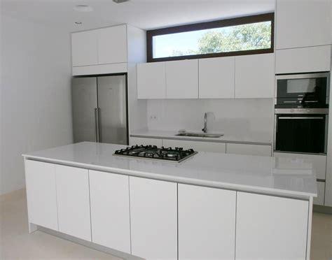 Muebles de cocina sin tiradores: una decisión personal ...