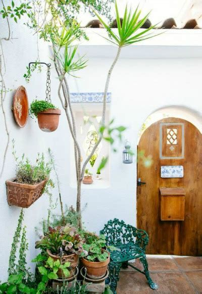 Muebles de jardín de forja para patios rústicos