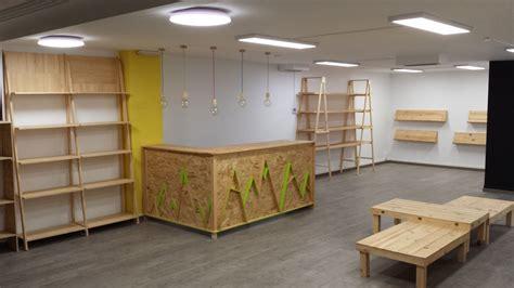 Muebles de Pino natural y palets para tienda en Barcelona ...
