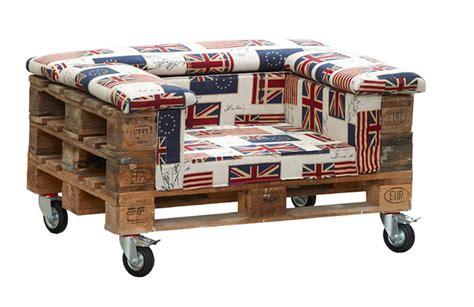 Muebles y objetos hechos con palets de madera.