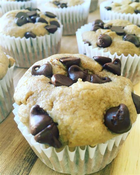 Muffins de avena y plátano con chispas de chocolate ...