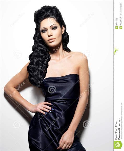 Mujer Triguena Atractiva Con El Pelo Largo Fotos de ...