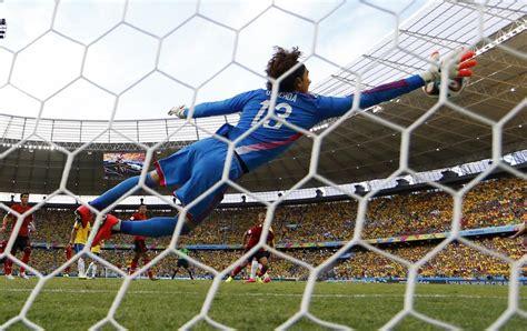 Mundial 2014: La noche de Ochoa - Las paradas de Guillermo ...