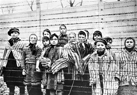 Nazi Auschwitz guards who killed 1.1 million Jews named in ...