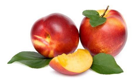 Nectarina, fruta rica en vitaminas y ácido fólico - Hogarutil