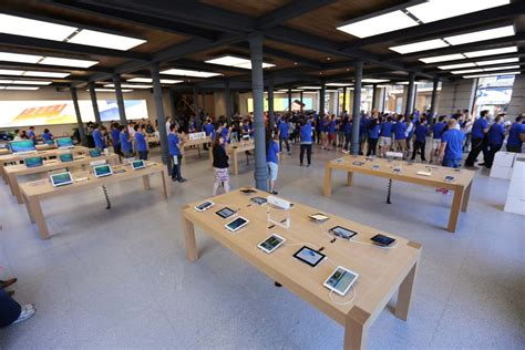 New Madrid Apple Store is More Than a Thing of Beauty