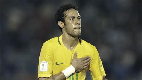 Neymar acecha a Romario y dobla a Cristiano a su edad