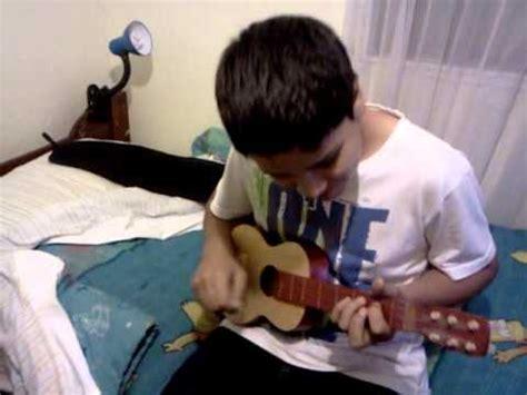 Nico Toca guitarra pequeña como dios   YouTube