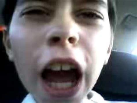 niño feo cantando   YouTube
