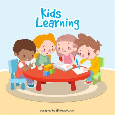 Niños felices aprendiendo juntos | Descargar Vectores gratis