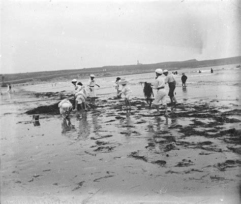 'Niños jugando en la playa del Sardinero, Santander', c ...
