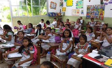 Niños mayas de Yucatán visten trajes típicos en la escuela ...