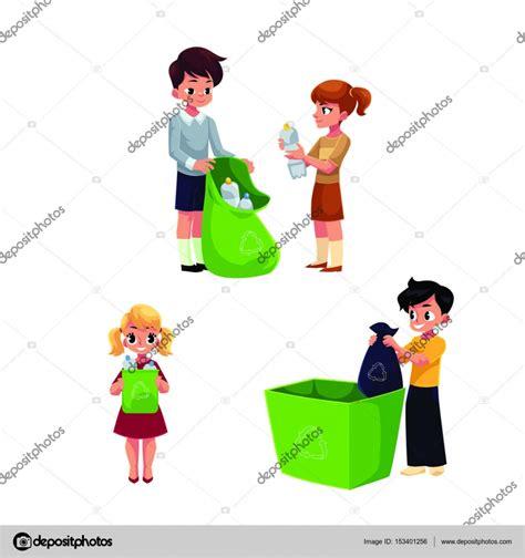 Niños recogen basura, basura para el reciclaje ...