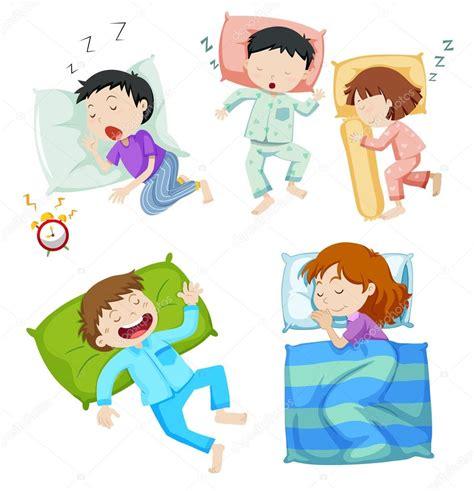 Niños y niñas durmiendo en la cama — Archivo Imágenes ...
