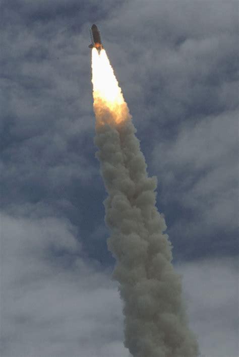 NOTICIAS INTERNACIONALES: EE UU deja de volar al espacio