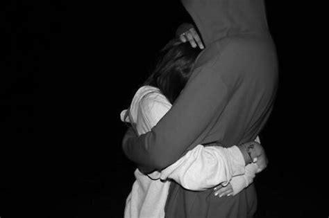 Novios enamorados abrazados tumblr - Imagui
