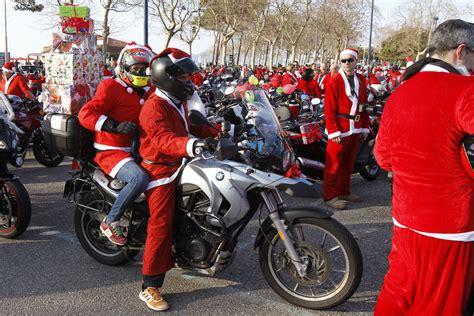 Numerosos motoristas con el traje de Papa Noel   Vigo ...