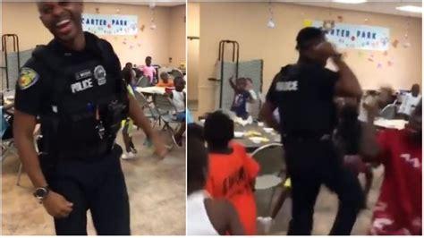 Oficial de policía participa en desafío de baile en ...