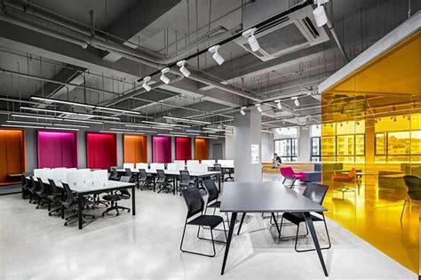 Oficina moderna: Shanghai Sunrise Polymer Material