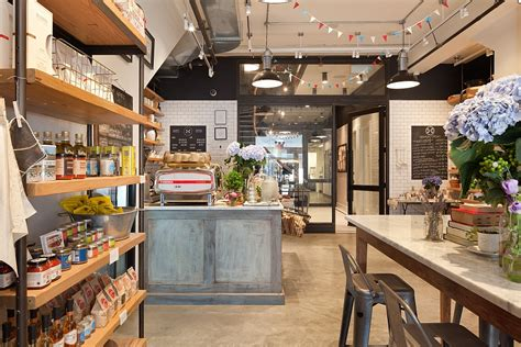 Old NYC Carriage House Renovated Into A Trendy Café