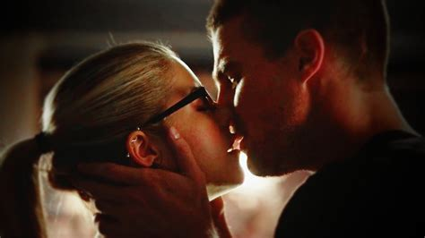 Oliver & Felicity | you LOVE her (3x01) - YouTube