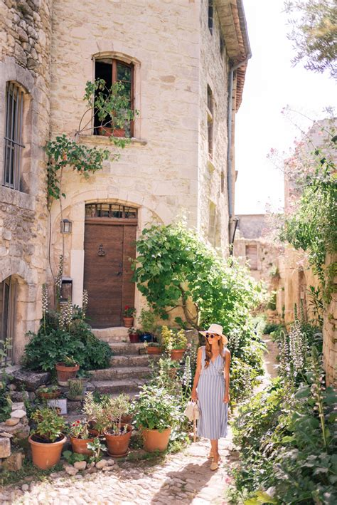 Oppede, Menerbes & Bonnieux, Provence - Gal Meets Glam