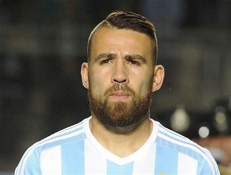 Otamendi faz promessa de raspar a barba caso Argentina ...