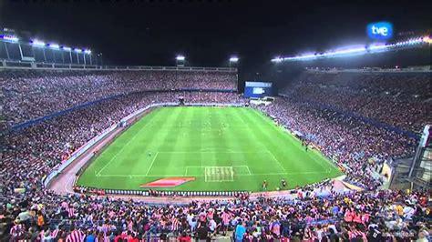 OVNI en el partido de fútbol Atletico Madrid v Barcelona ...