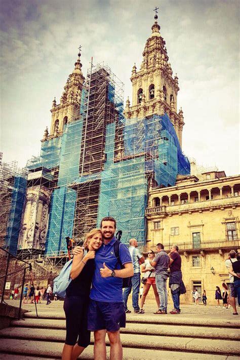 Pablo Casado hace el Camino de Santiago con su mujer para ...