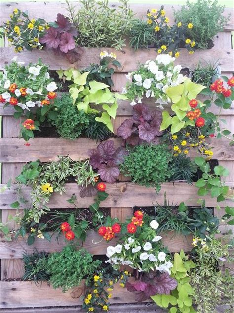 Pallet Garden - Landscaping with Pallets | Pallet ...