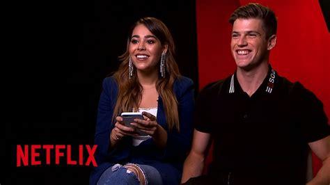 Paquita Salas conoce a los actores de Élite | Netflix ...
