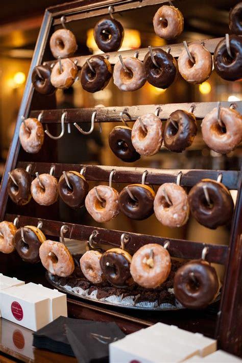 Paredes de Donuts, Donut Bars y Tartas con Donuts en las Bodas